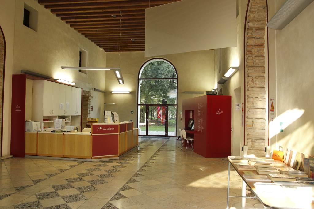 Binp biblioteche in polo portogruaro biblioteca civica for Arredi per biblioteche